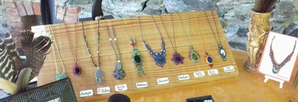 stand bijoux macramé