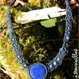 Collier univers lapis lazuli macramé