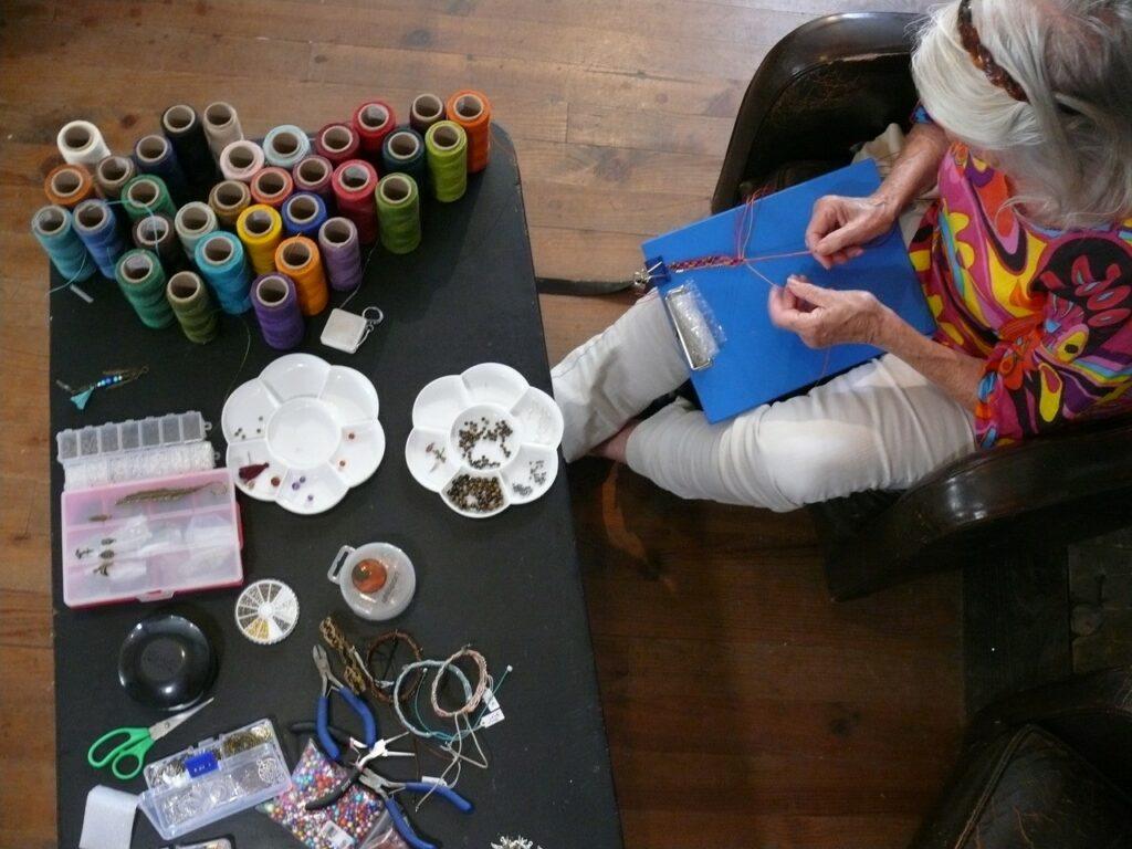 Ateliers bijoux macramé Photo : Chloé Préteceille - La maison jaune